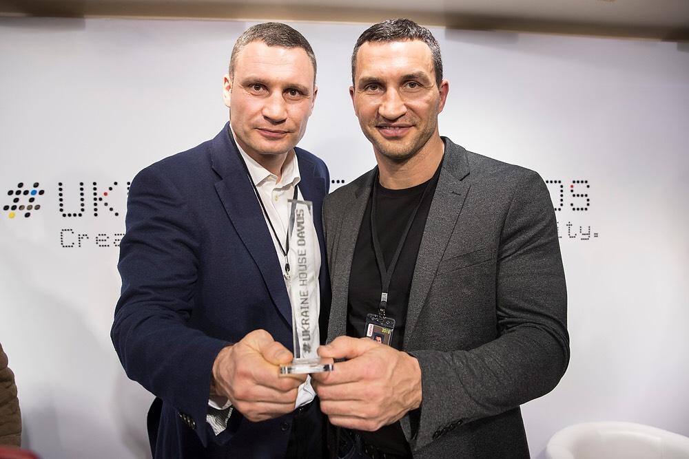 Кличко в Давосе вручили Специальную награду за «Успешное многолетнее продвижение положительного образа Украины в мире»