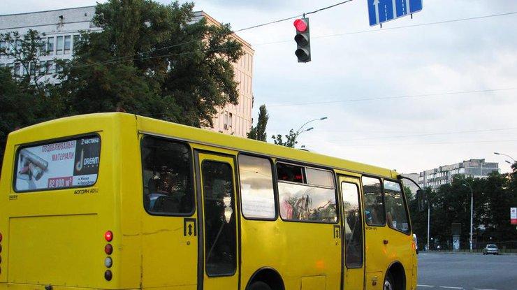 На 53 городских маршрутах подорожал проезд на 1 гривню