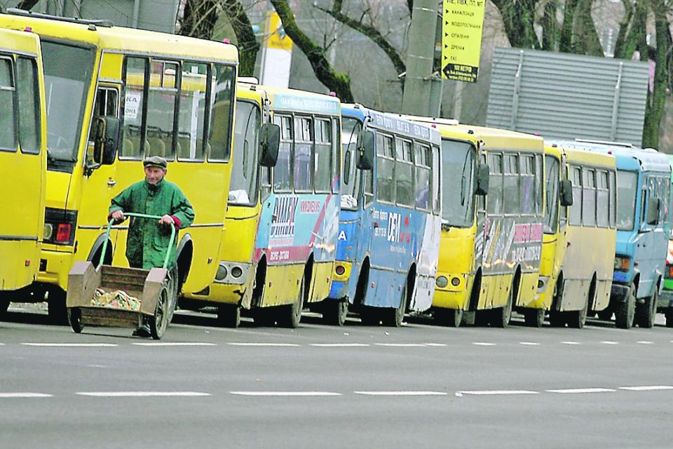В КГГА заявили, что полностью избавиться от маршруток в Киеве не получится