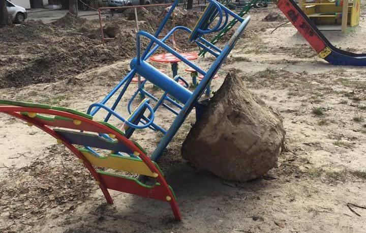 """В """"Киевэнерго"""" прокомментировали несчастный случай на детской площадке"""