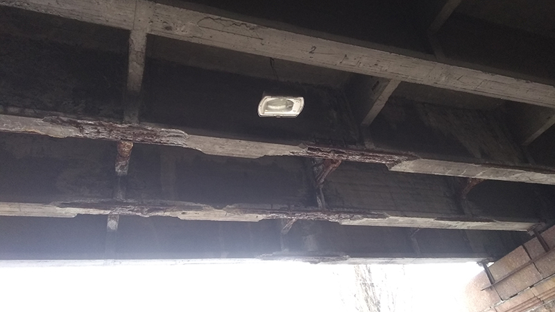 Под Воздухофлотским мостом ограничили проход для пешеходов