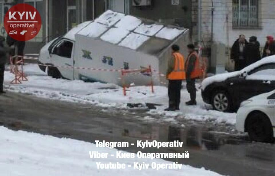 Жителям Голосеевского района не смогли привезти свежий хлеб