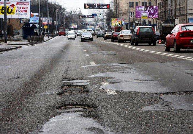 Киевских водителей попросили не портить отремонтированные дороги