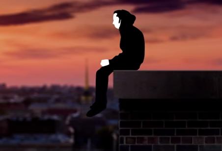 На Киевщине мужчина застрял на крыше больницы с двумя детьми