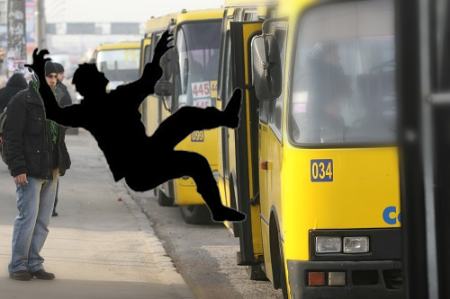 В Киеве травмировалась пожилая женщина, которая заходила в маршрутку