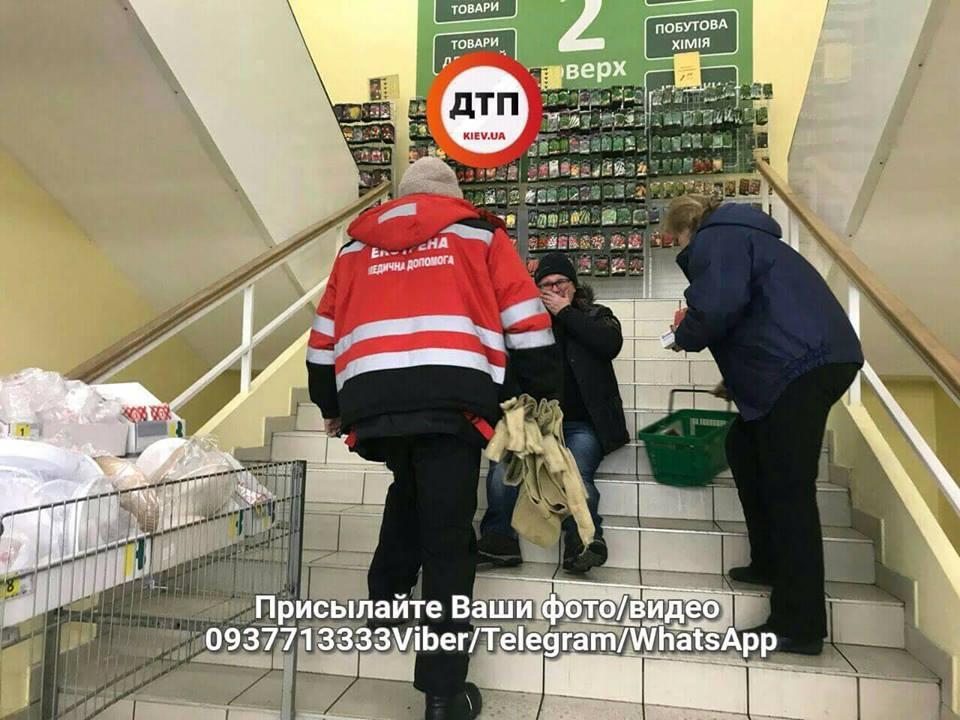 Поход в супермаркет закончился для киевлянина переломом таза