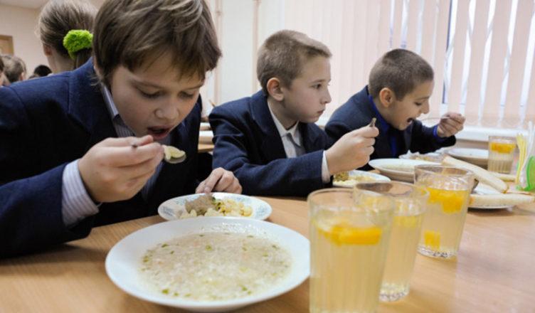 """В КГГА настаивают, чтобы в детсадах и школах Киева не было """"дешевой"""" еды"""