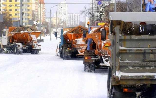 Власти посчитали, сколько техники нужно, чтобы не было снега в Киеве