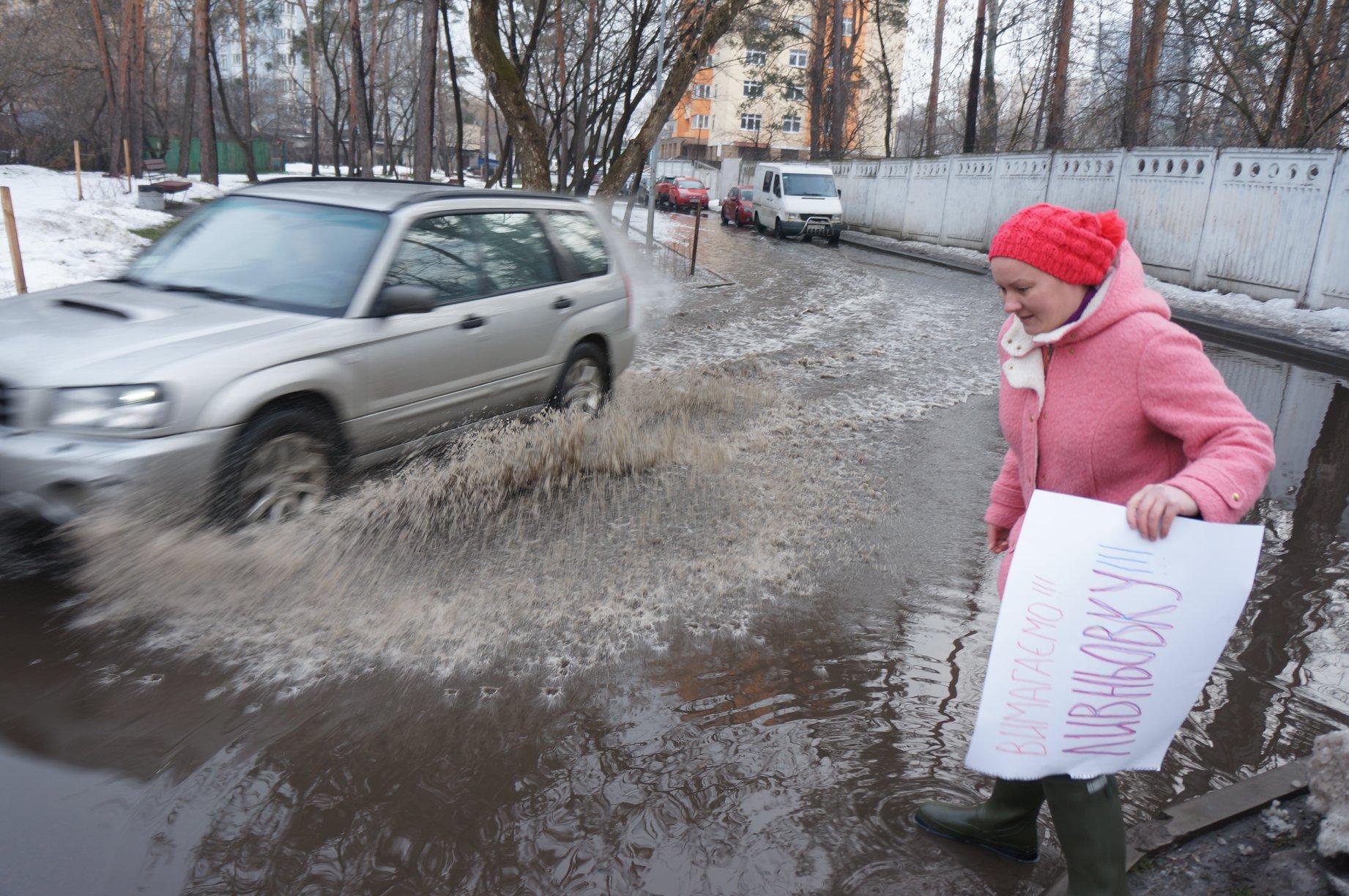 """Киевская """"морская лужа"""" стала бить током"""