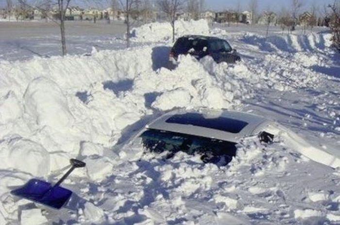 """Курьезный случай в Киеве: снегопад """"угнал"""" автомобиль"""