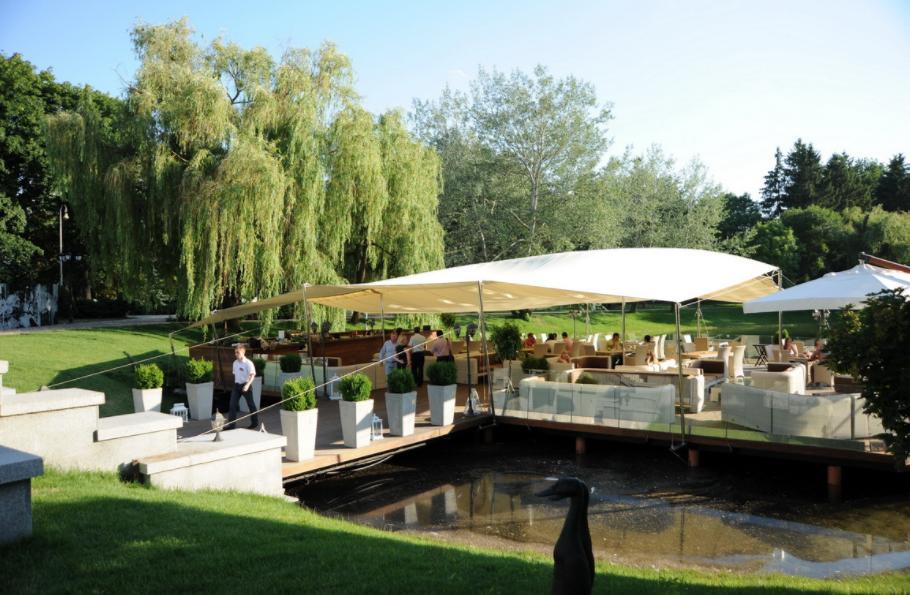 Ресторан Прага идеальное место для отдыха взрослых и детей