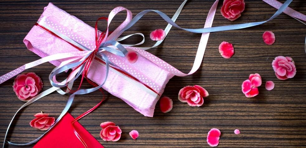 Подарки любимым дамам: на что обратить внимание?