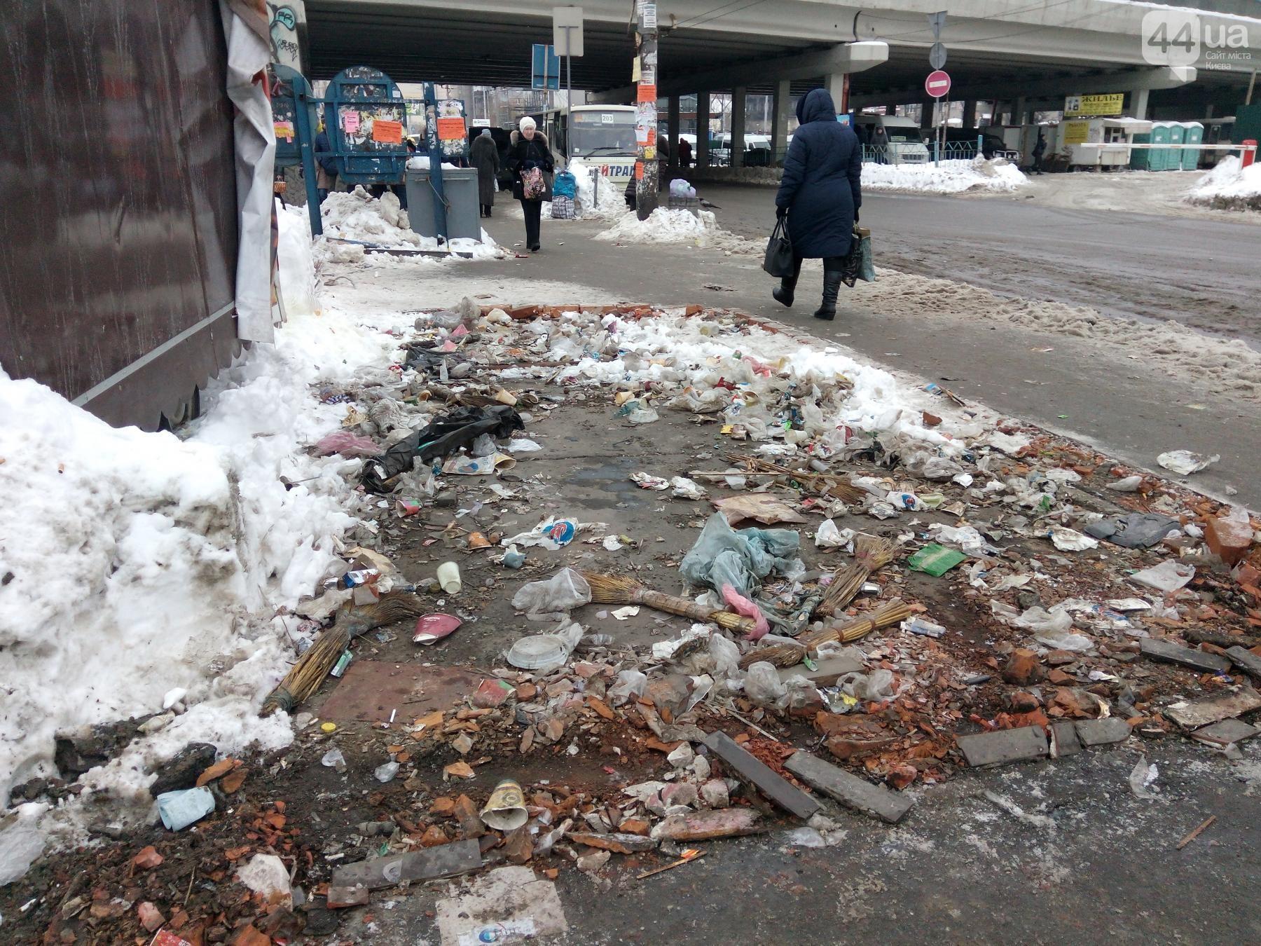 Киевские власти объяснили, почему вместе с МАФами демонтируют остановки