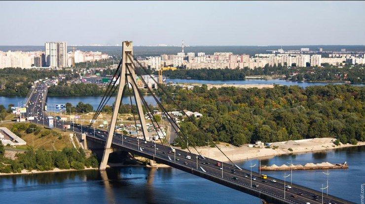На Северном мосту в Киеве мужчина покончил жизнь самоубийством