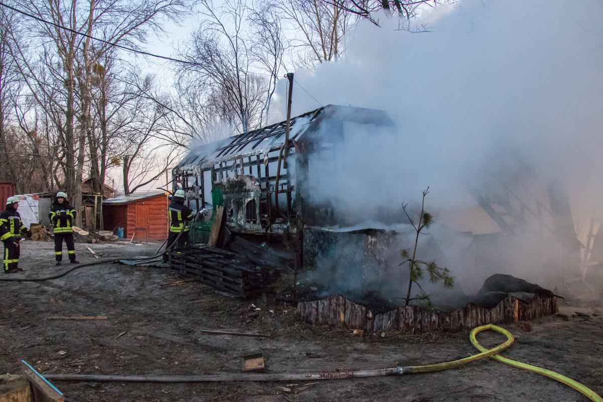 В Гидропарке в бытовом вагончике заживо сгорел охранник