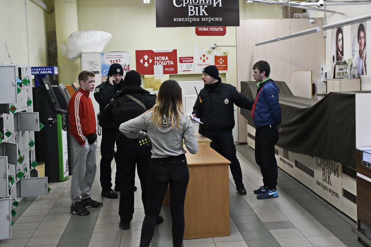 Дерзкая банда малолеток за полчаса совершила в Киеве два преступления