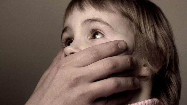 В Киеве отец забрал из детсада 3-летнюю дочь и изнасиловал ее в отеле