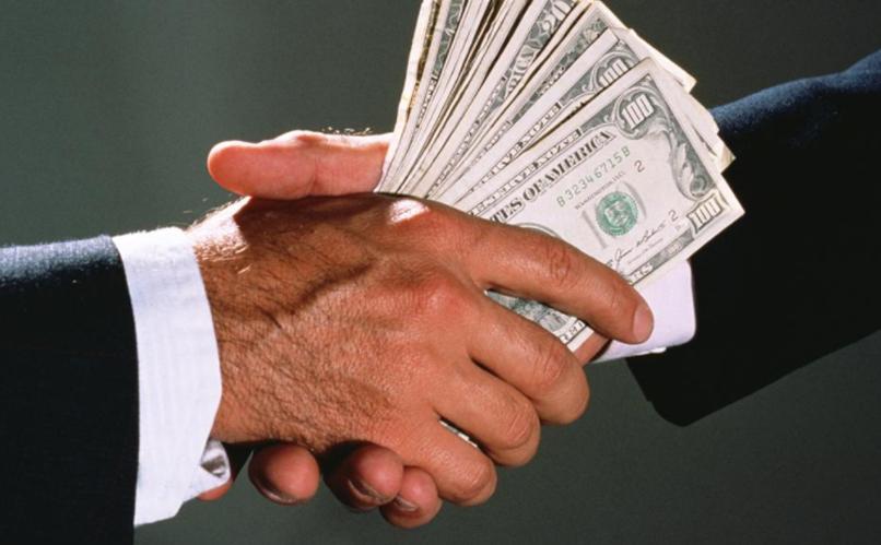 """Чиновник КГГА отказался от """"денежной прибавки"""" в размере 24 тыс. долларов"""