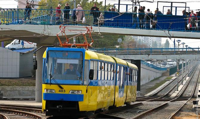 В Киеве трамвай серьезно травмировал пожилую женщину