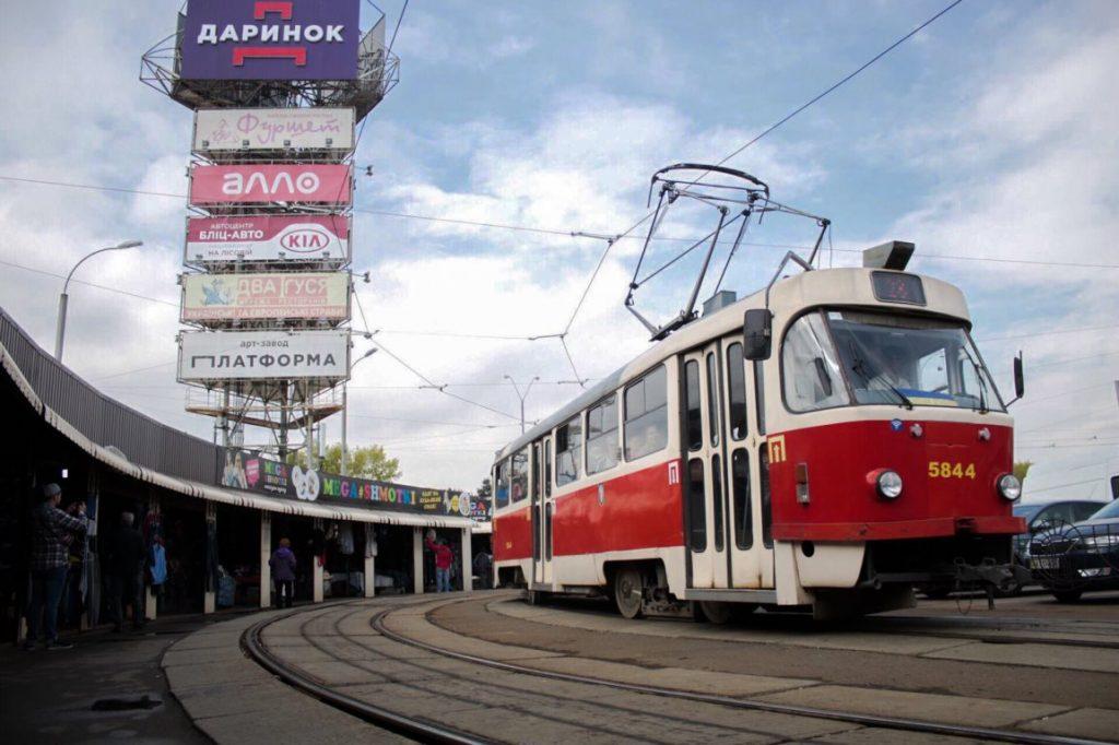 Стало известно состояние здоровья пожилой киевлянки, пострадавшей в трамвае
