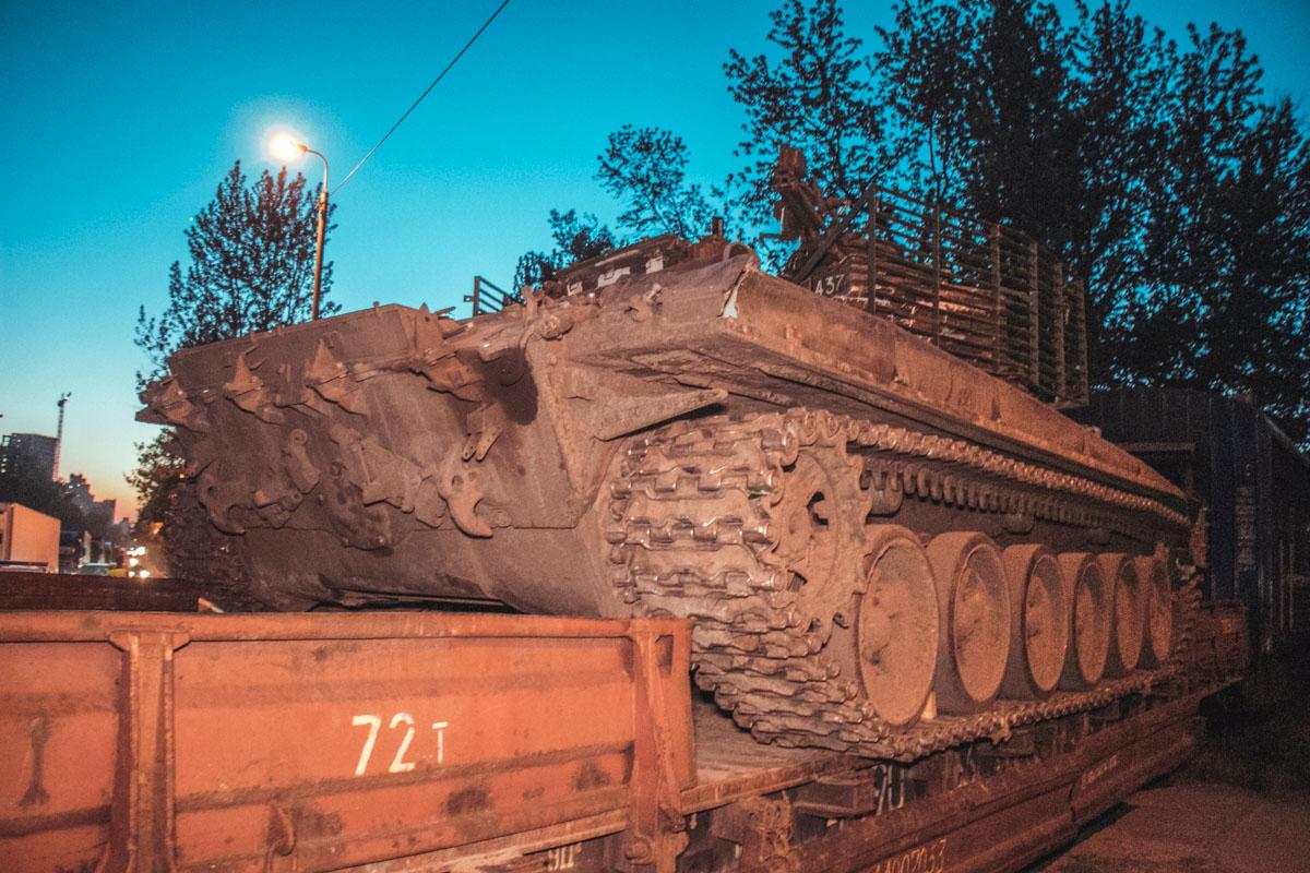 В Киеве автомобиль попал под танк