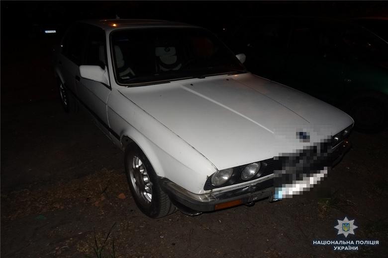 В Киеве молодой парень цинично угнал машину у пенсионера