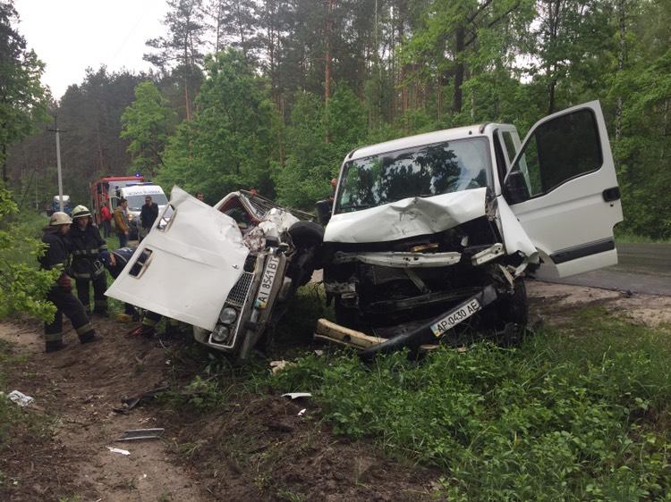 Под Киевом масштабное ДТП: один человек погиб