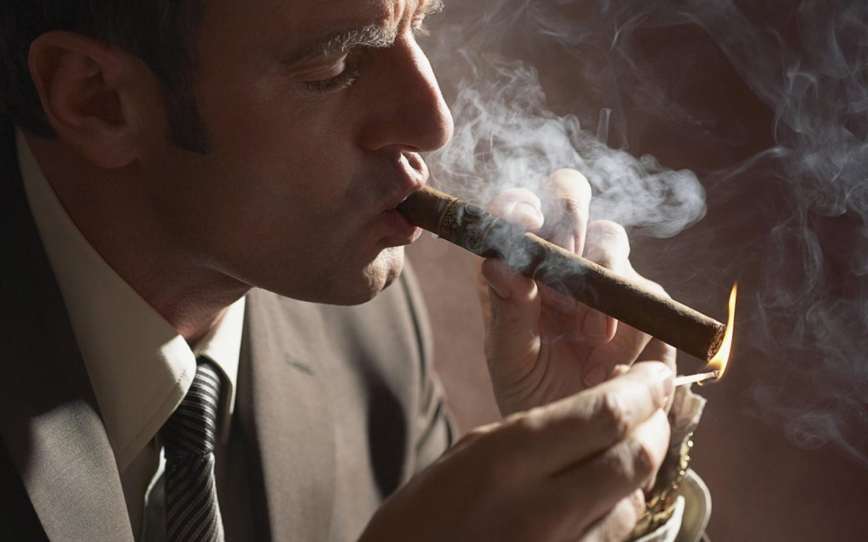 Особенности правильного курения сигары