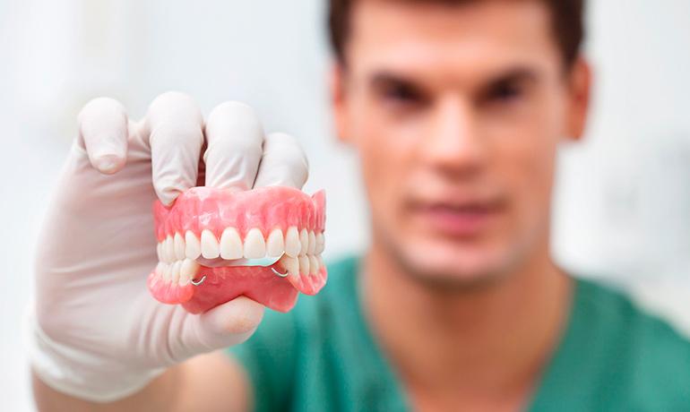 Признаки необходимости протезирования зубов в Киеве
