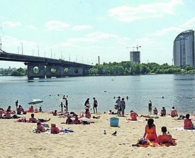 В Киеве не рекомендуют купаться на трех пляжах
