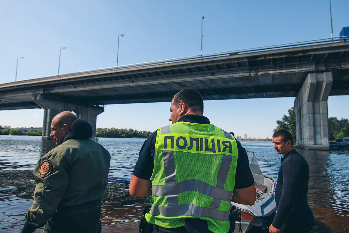 Подробности смертельного прыжка в воду с Южного моста в Киеве