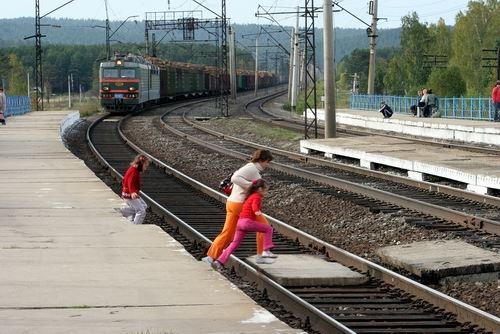 На Киевщине электричка травмировала ребенка