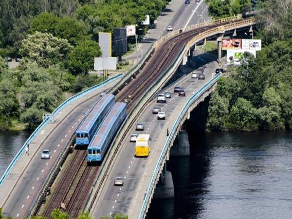Мост Метро в Киеве может сложиться по принципу домино