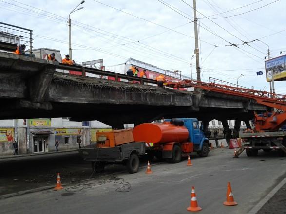 Киевским водителям разрешат ездить по Шулявскому мосту до июля