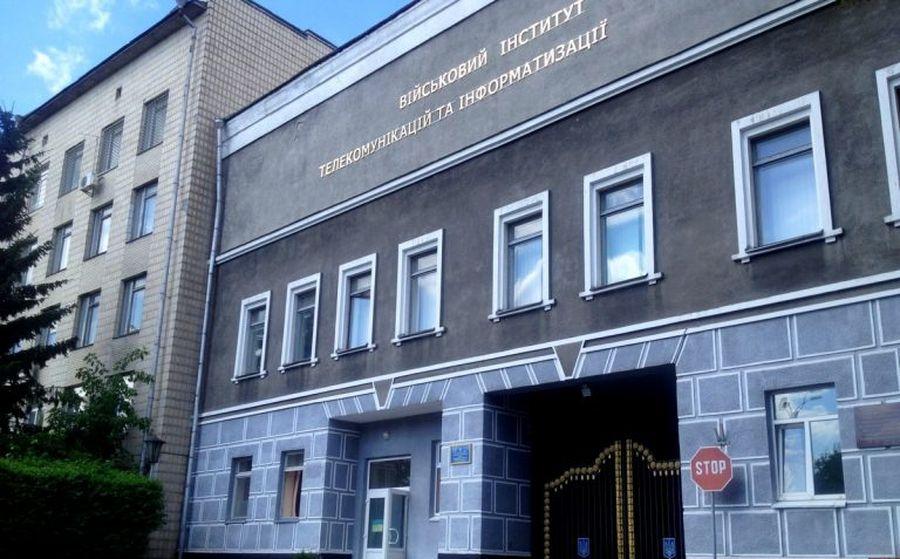 Курсанты Военного института могли отравиться едой в Киеве
