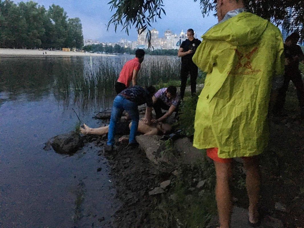 В Гидропарке молодой человек не сумел переплыть Венецианский пролив