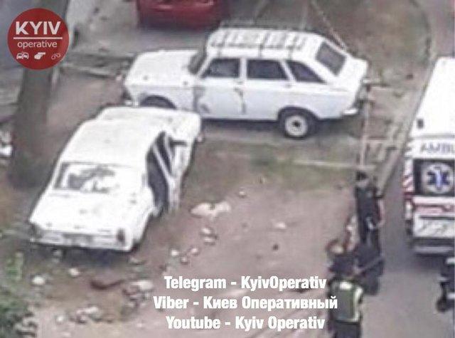 Подробности взрыва во дворе киевской многоэтажки. Дети подорвались в машине