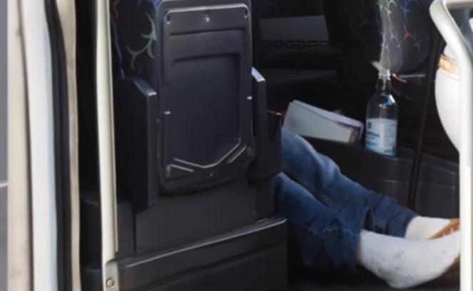 В Киеве за рулем школьного автобуса умер водитель