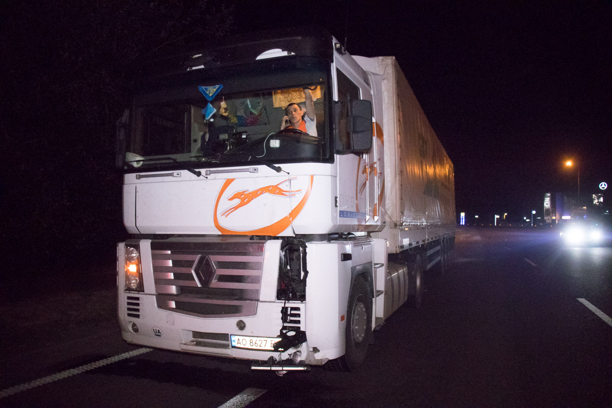 На Столичном шоссе под колеса фуры попал пешеход-камикадзе