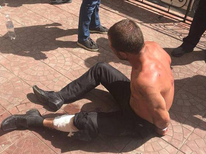 На Оболони вооруженный неадекват пытался взять в заложники случайного прохожего