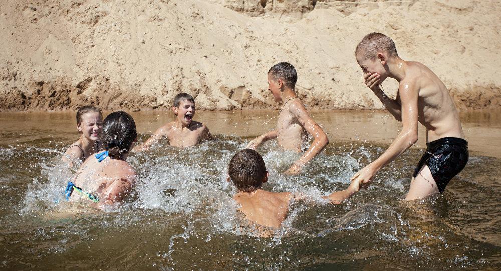 В Киеве снова не рекомендуют купаться на всех пляжах