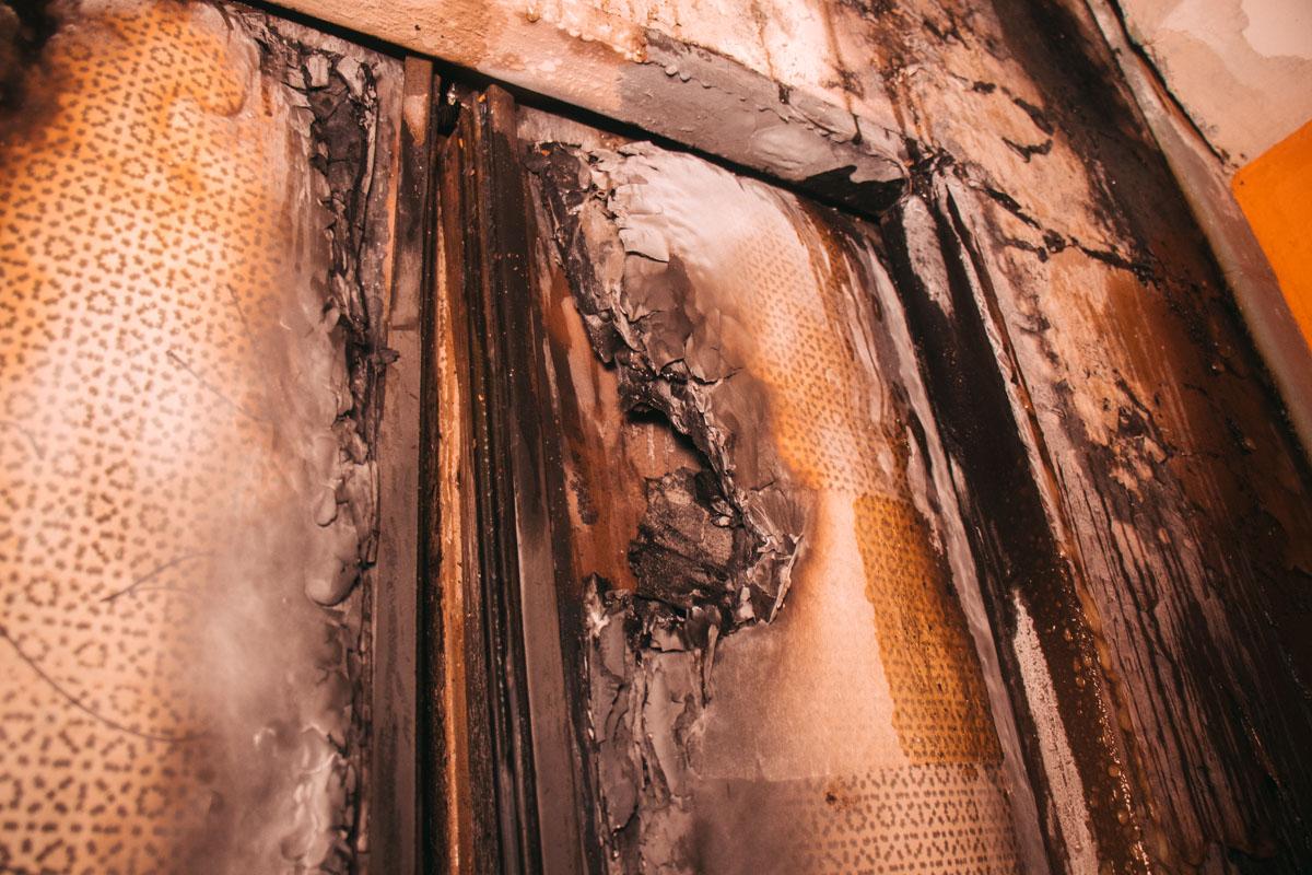 В жилом доме на Политехе сгорел лифт. Жильцов эвакуировали