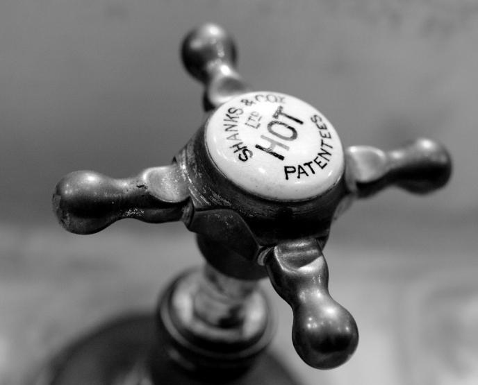 Суд постановил вернуть горячую воду киевлянам