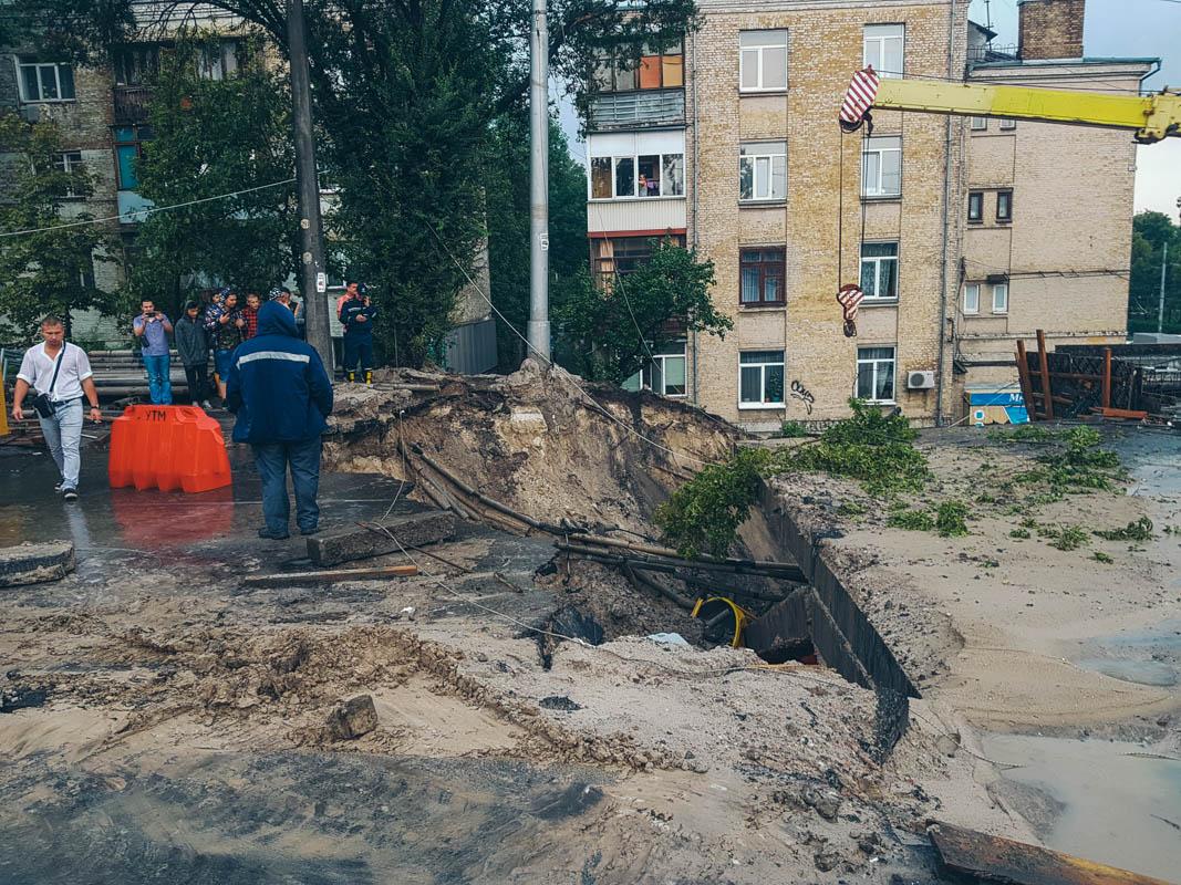 В КГГА подсказали, как объехать аварийный путепровод на ул. Кирилловской