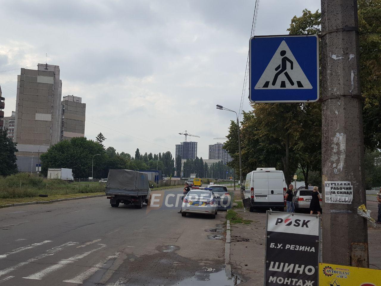 В Святошинском районе внедорожник сбил насмерть женщину