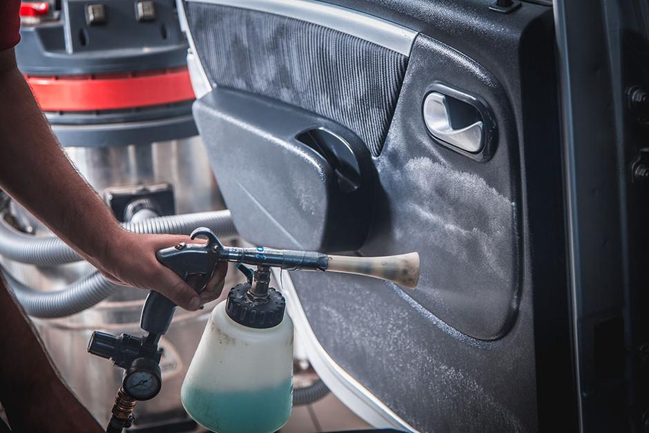 Химчистка авто: почему загрязняется салон