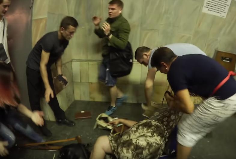 Дикий случай в метро Киева: женщина едва не съела котенка