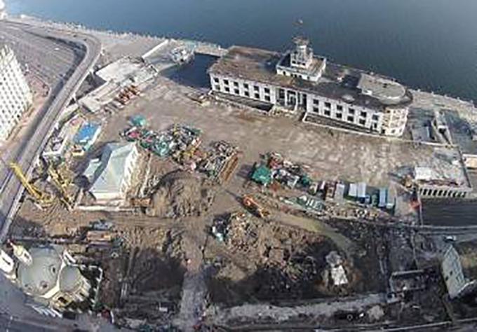 На Почтовой площади приостановили археологические раскопки