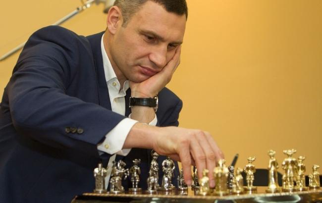 Мэр Киева сыграет в шахматы с Ленноксом Льюисом