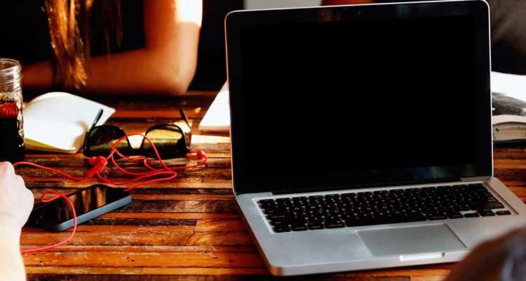Почему ноутбук стал постоянно выключаться?